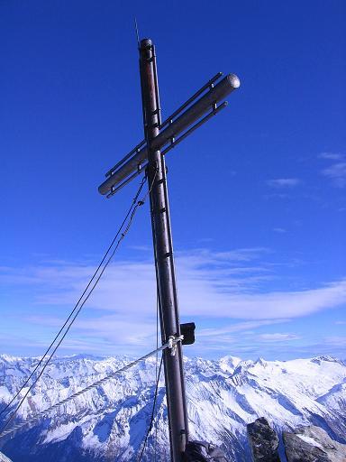 Foto: Andreas Koller / Ski Tour / Tuxer Eingehtour auf zwei Dreitausender (3288 m) / Gipfelkreuz auf der Gefrorenen Wand Spitze / 03.11.2007 22:28:46