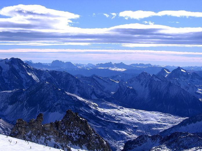 Foto: Andreas Koller / Ski Tour / Tuxer Eingehtour auf zwei Dreitausender (3288 m) / Blick nach S in die Dolomiten, wo der Langkofel (3181 m) zu erkennen ist / 03.11.2007 22:27:35