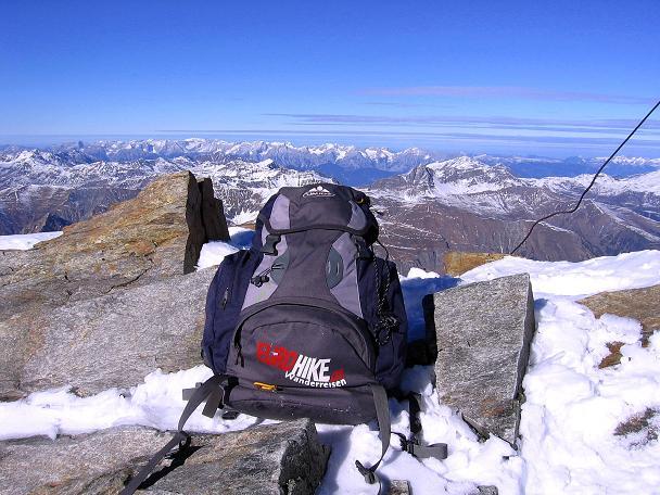 Foto: Andreas Koller / Ski Tour / Tuxer Eingehtour auf zwei Dreitausender (3288 m) / Blick von der Gefrorenen Wand Spitze zu den Nördlichen Kalkalpen / 03.11.2007 22:26:26