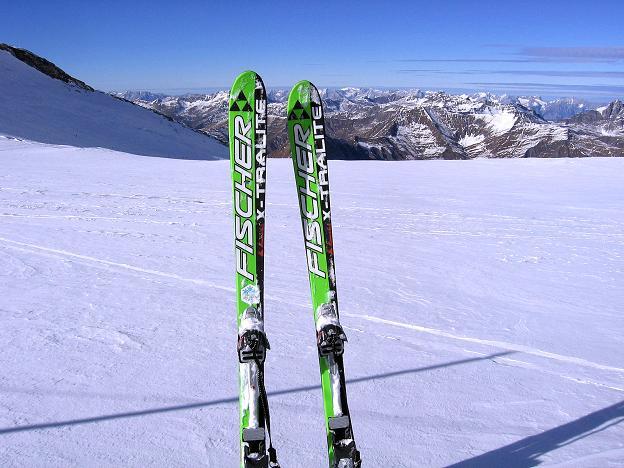 Foto: Andreas Koller / Ski Tour / Tuxer Eingehtour auf zwei Dreitausender (3288 m) / Einfach ein guter Ski auf den weiten Gletscherflächen des Tuxer Ferners / 03.11.2007 22:25:54