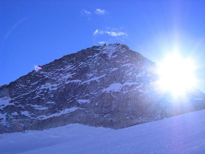 Foto: Andreas Koller / Ski Tour / Tuxer Eingehtour auf zwei Dreitausender (3288 m) / Der Olperer (3476 m) im Gegenlicht / 03.11.2007 22:25:13