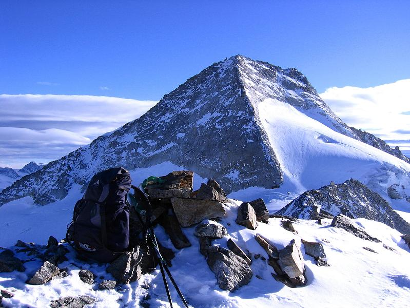 Foto: Andreas Koller / Ski Tour / Tuxer Eingehtour auf zwei Dreitausender (3288 m) / Der Olperer (3476 m) vom Großen Kaserer / 03.11.2007 22:23:53