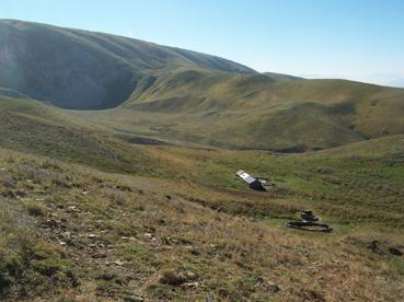 Foto: Datzberger Hans / Wander Tour / Astraka und Gamila im Timfi-Gebirge  / Einsame Almen oberhalb der Vikos-Schlucht auf dem Weg zur Astraka. / 08.11.2007 17:30:20