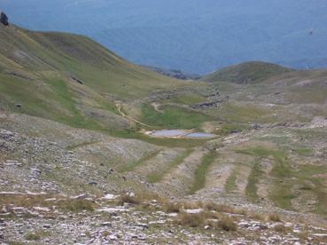Foto: Datzberger Hans / Wander Tour / Astraka und Gamila im Timfi-Gebirge  / Apiner See Loutsa Robozi auf 2000 m / 08.11.2007 17:36:42