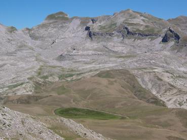 Foto: Datzberger Hans / Wander Tour / Astraka und Gamila im Timfi-Gebirge  / Alpiner See am Weitwanderweg E3 mit Gamila / 08.11.2007 17:37:25