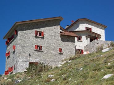 Foto: Datzberger Hans / Wander Tour / Astraka und Gamila im Timfi-Gebirge  / Berghütte Astraka (1920 m) / 08.11.2007 17:39:05
