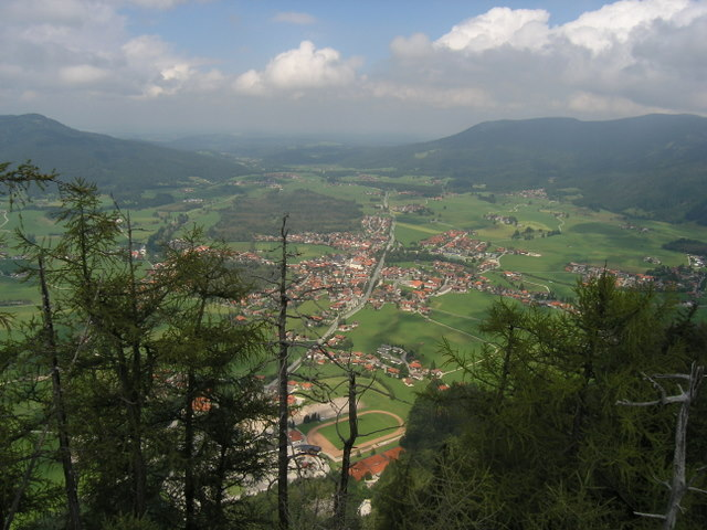 Foto: Benedik Herbert / Wander Tour / Falkenstein und Falkastoal - 2 Gipfel und 3 Seen / schöne Aussicht auf Inzell / 10.11.2007 12:10:03