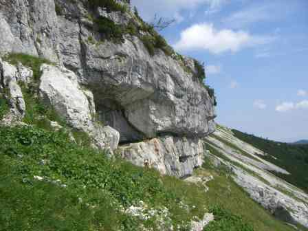 Foto: Ötschertrekker / Schneeschuh Tour / Mit Schneeschuhen auf den Ötscher / Bei der Ötscherhöhle Geldloch / 16.09.2008 16:12:28