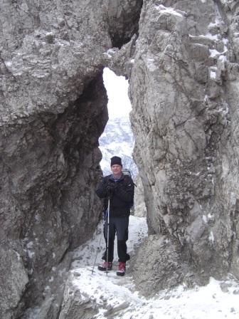 Foto: dobratsch11 / Wander Tour / Due Pizzi (Zweispitz) 2048m / beim natürlichen Felsentor / 10.12.2007 12:20:25