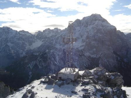 Foto: dobratsch11 / Wander Tour / Due Pizzi (Zweispitz) 2048m / der Gipfel mit dem Montasch im Hintergrund / 10.12.2007 12:16:08