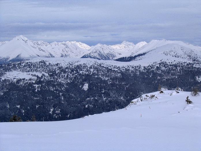 Foto: Andreas Koller / Ski Tour / Kreischberger Kammtour (2172m) / Blick in die Wölzer Tauern / 11.12.2007 03:18:20