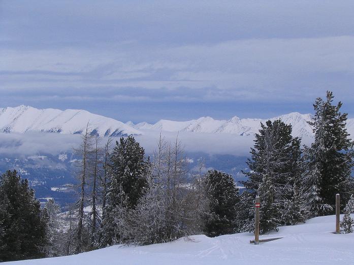 Foto: Andreas Koller / Ski Tour / Kreischberger Kammtour (2172m) / Blick nach NO auf die Niederen Tauern (Wölzer Tauern) / 11.12.2007 03:18:01