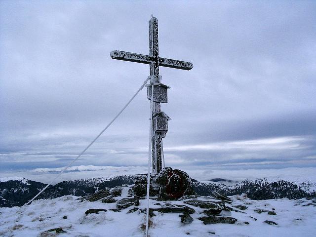 Foto: Andreas Koller / Ski Tour / Kreischberger Kammtour (2172m) / Gipfelkreuz am Kirbisch / 11.12.2007 03:16:20