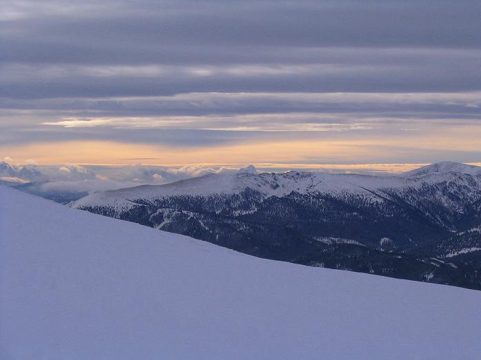 Foto: Andreas Koller / Ski Tour / Kreischberger Kammtour (2172m) / Blick nach SW zu den Julischen Alpen vom Anstieg auf die Prankerhöhe / 11.12.2007 03:10:27