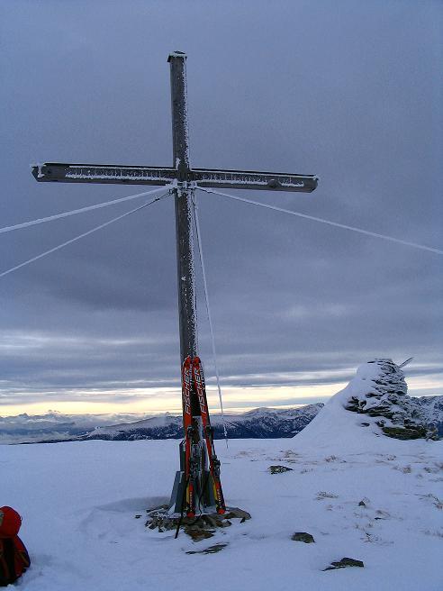 Foto: Andreas Koller / Ski Tour / Kreischberger Kammtour (2172m) / Gipfelkreuz auf der Prankerhöhe / 11.12.2007 03:09:54