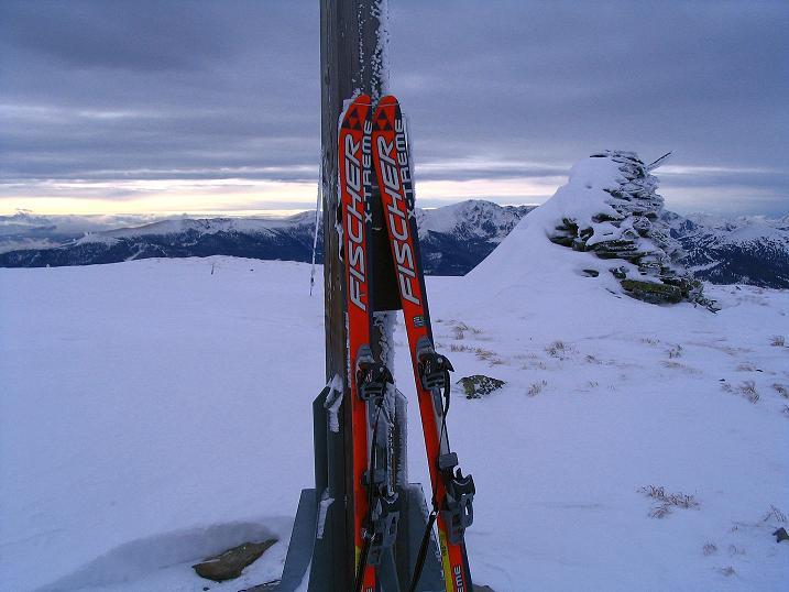 Foto: Andreas Koller / Ski Tour / Kreischberger Kammtour (2172m) / Steinmann auf der Prankerhöhe / 11.12.2007 03:09:33