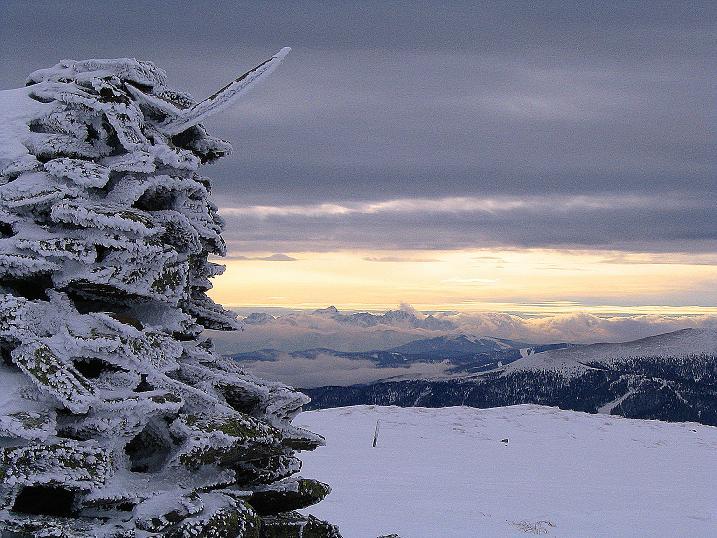 Foto: Andreas Koller / Ski Tour / Kreischberger Kammtour (2172m) / Blick vom Steinmann auf der Prankerhöhe zu den Julischen Alpen im SW / 11.12.2007 03:09:01