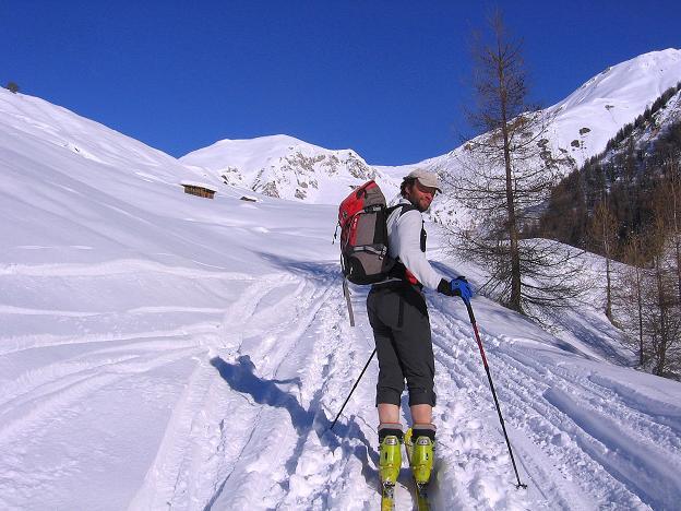 Foto: Andreas Koller / Ski Tour / Geheimtipp Zanderstal und Hinteres Kreuzjoch (2853m) / Anstieg über mäßig steile Almflächen / 18.12.2007 22:06:42