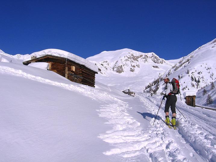 Foto: Andreas Koller / Ski Tour / Geheimtipp Zanderstal und Hinteres Kreuzjoch (2853m) / Almen und Pulverschnee im Zanderstal / 18.12.2007 22:06:21