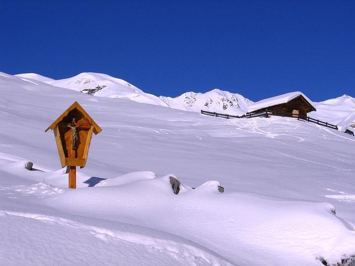 Foto: Andreas Koller / Ski Tour / Geheimtipp Zanderstal und Hinteres Kreuzjoch (2853m) / Weite Almengebiete im Zanderstal / 18.12.2007 22:06:04
