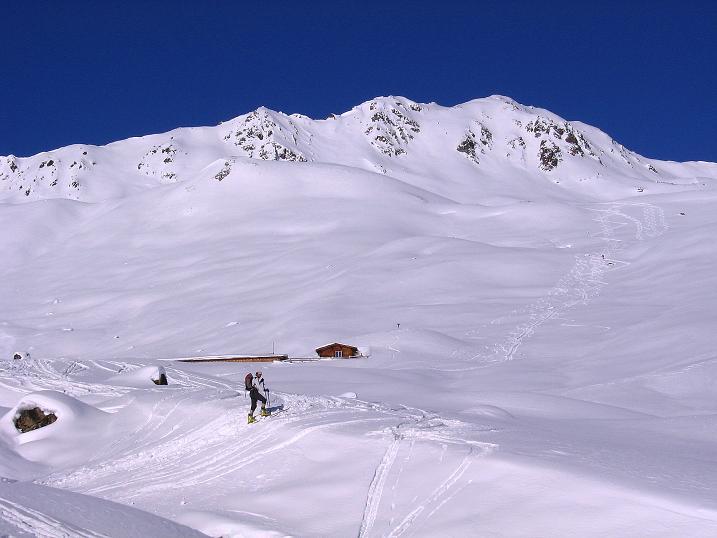 Foto: Andreas Koller / Ski Tour / Geheimtipp Zanderstal und Hinteres Kreuzjoch (2853m) / Blick auf die Fließer Stieralpe (2290 m)  / 18.12.2007 22:03:26