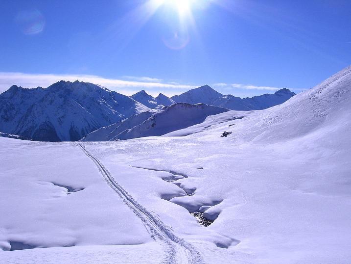 Foto: Andreas Koller / Ski Tour / Geheimtipp Zanderstal und Hinteres Kreuzjoch (2853m) / Im oberen Zanderstal mit Blick auf den Muttler (3294 m) und den Stammerspitz (3254 m) / 18.12.2007 21:58:51