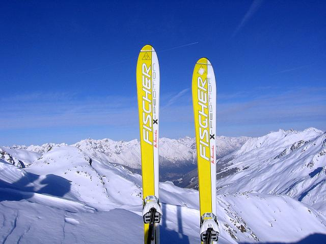 Foto: Andreas Koller / Ski Tour / Geheimtipp Zanderstal und Hinteres Kreuzjoch (2853m) / Beim Skidepot mit Blick ins Paznaun / 18.12.2007 21:54:58