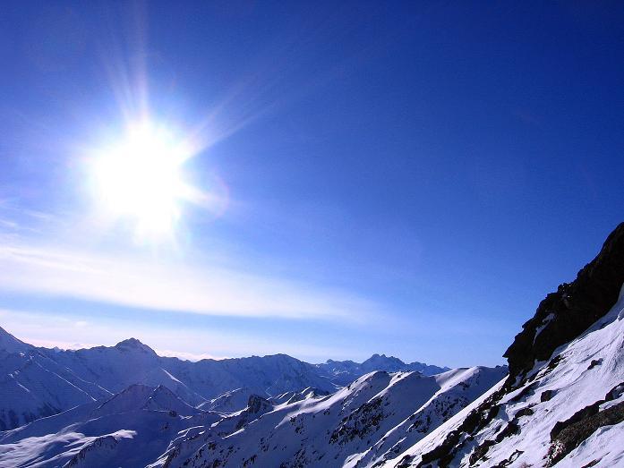 Foto: Andreas Koller / Ski Tour / Geheimtipp Zanderstal und Hinteres Kreuzjoch (2853m) / Blick nach SW zum dreigipfeligen Fluchthorn (3399 m) / 18.12.2007 21:54:28