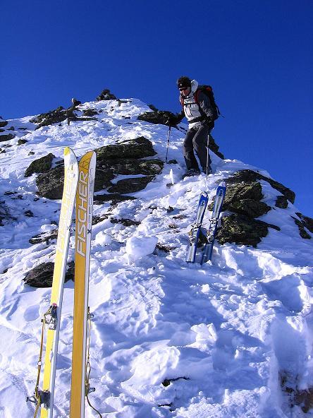 Foto: Andreas Koller / Ski Tour / Geheimtipp Zanderstal und Hinteres Kreuzjoch (2853m) / Der kurze, steile Gipfelgrat / 18.12.2007 21:53:47