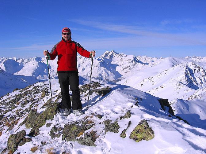 Foto: Andreas Koller / Ski Tour / Geheimtipp Zanderstal und Hinteres Kreuzjoch (2853m) / Am Gipfel mit Blick auf den Hohen Riffler (3168 m) / 18.12.2007 21:52:58