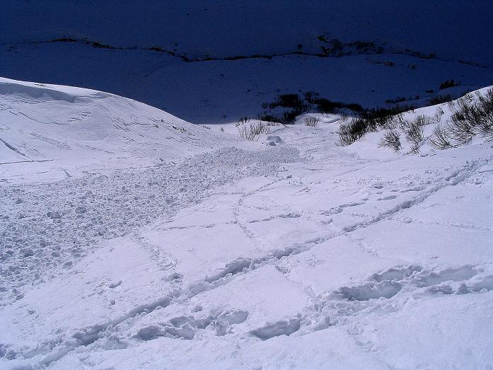 Foto: Andreas Koller / Ski Tour / Durch das Weißenbachtal auf den Kreuzkogel (2686m) / Die steile, lawinengefährdete Rinne / 24.12.2007 05:08:51