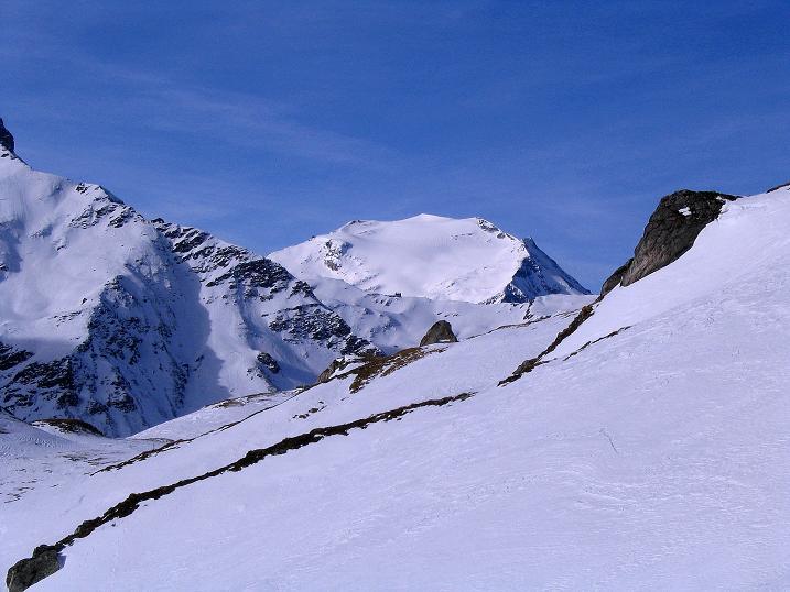 Foto: Andreas Koller / Ski Tour / Durch das Weißenbachtal auf den Kreuzkogel (2686m) / Der Hocharn (3254 m) grüßt  / 24.12.2007 05:08:16