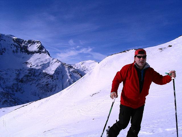 Foto: Andreas Koller / Ski Tour / Durch das Weißenbachtal auf den Kreuzkogel (2686m) / Im Anstieg mit Hocharn (3254 m) / 24.12.2007 05:07:56