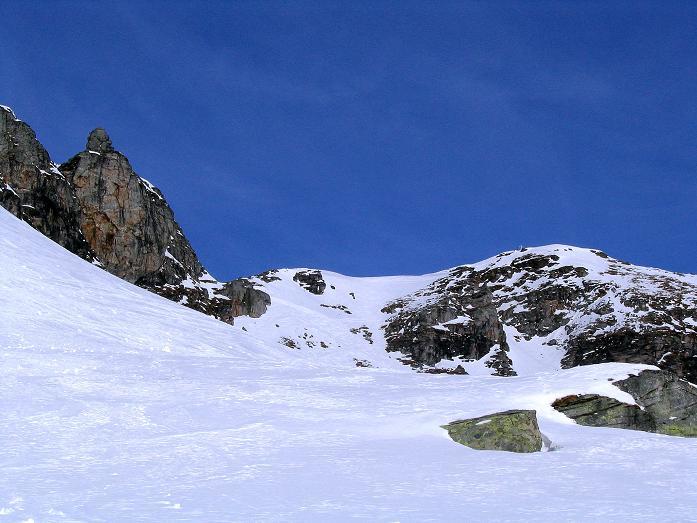 Foto: Andreas Koller / Ski Tour / Durch das Weißenbachtal auf den Kreuzkogel (2686m) / Der Kreuzkogel ist rechts der Mitte schon gut sichtbar / 24.12.2007 05:05:49