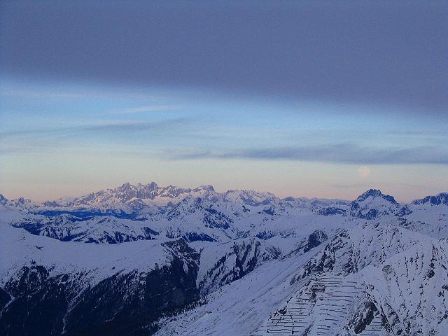 Foto: Andreas Koller / Ski Tour / Durch das Weißenbachtal auf den Kreuzkogel (2686m) / Im NO liegt der Dachstein (2996 m) / 24.12.2007 05:03:15