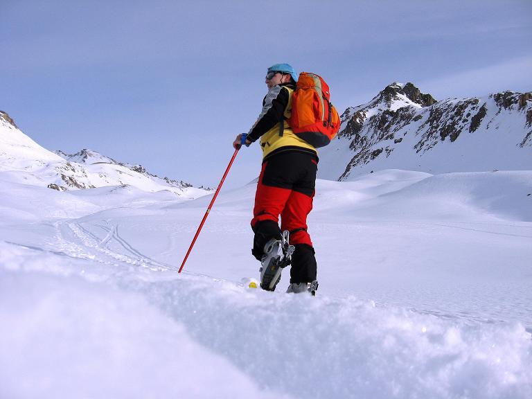 Foto: Andreas Koller / Ski Tour / Piz Surgonda (3197m) - Traumtour über dem Julierpass / Angenehme Steigung im Tal / 27.12.2007 21:07:36
