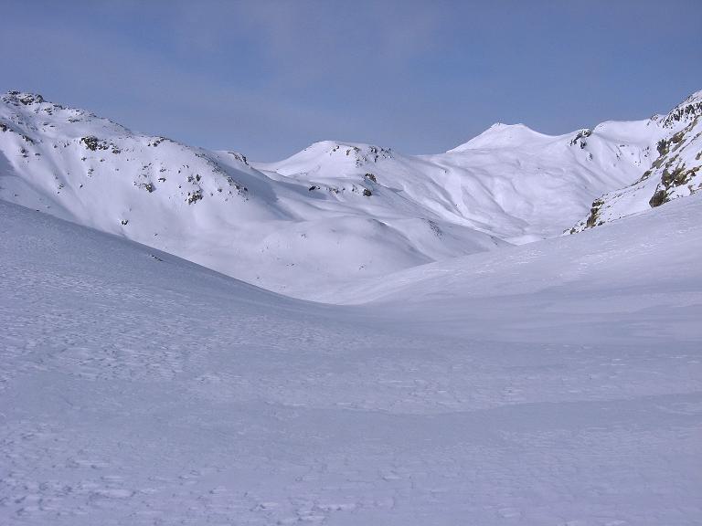 Foto: Andreas Koller / Ski Tour / Piz Surgonda (3197m) - Traumtour über dem Julierpass / Weite, weiße Berge im W (Gebiet um den Piz Campagnung, 2826 m) / 27.12.2007 21:07:07