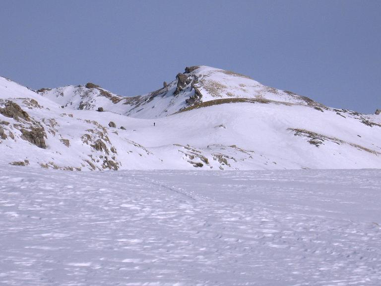 Foto: Andreas Koller / Ski Tour / Piz Surgonda (3197m) - Traumtour über dem Julierpass / Erster Blick auf den Piz Surgonda (Hauptgipfel links) / 27.12.2007 21:05:40