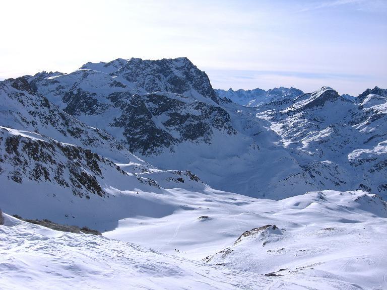 Foto: Andreas Koller / Ski Tour / Piz Surgonda (3197m) - Traumtour über dem Julierpass / Blick nach S zum Piz Lagrev (3165 m) und den Bergeller Bergen / 27.12.2007 21:03:00