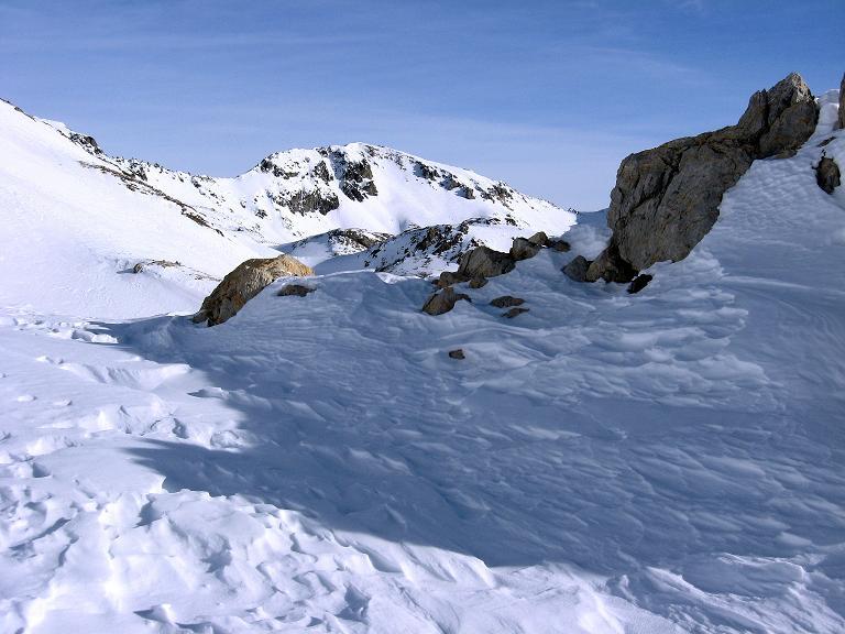 Foto: Andreas Koller / Ski Tour / Piz Surgonda (3197m) - Traumtour über dem Julierpass / Über dem Valdretta dal Güglia grüßt das Corn Suvretta (3072 m) / 27.12.2007 21:01:28