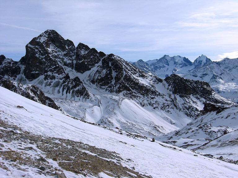 Foto: Andreas Koller / Ski Tour / Piz Surgonda (3197m) - Traumtour über dem Julierpass / Blick auf den Piz Julier (3380 m) und im Hintergrund auf die Bernina Eisriesen / 27.12.2007 20:56:28