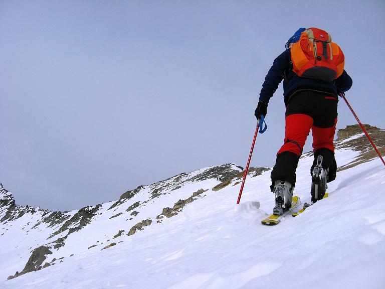Foto: Andreas Koller / Ski Tour / Piz Surgonda (3197m) - Traumtour über dem Julierpass / Steiler Aufstieg, aber meistens gut gespurt ins Schartl / 27.12.2007 20:55:28