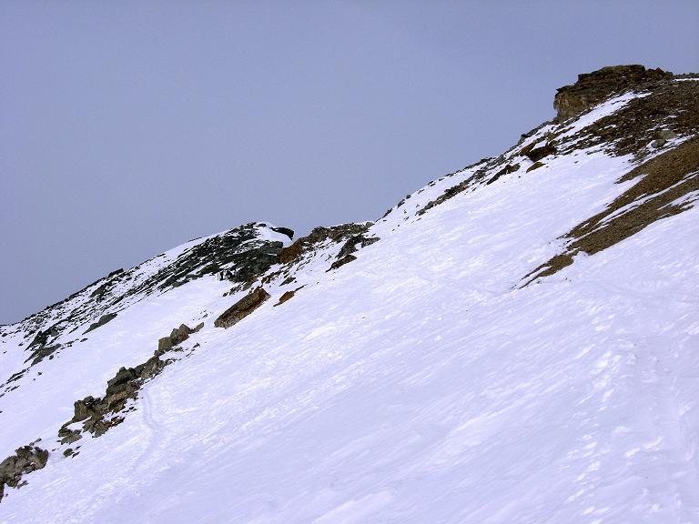 Foto: Andreas Koller / Ski Tour / Piz Surgonda (3197m) - Traumtour über dem Julierpass / Die letzten Meter ins Schartl und zum SO-Grat des Piz Surgonda / 27.12.2007 20:55:02