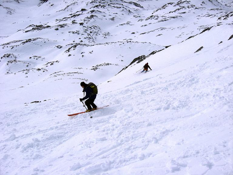 Foto: Andreas Koller / Ski Tour / Piz Surgonda (3197m) - Traumtour über dem Julierpass / Steile Abfahrt in der S-Flanke / 27.12.2007 20:54:05