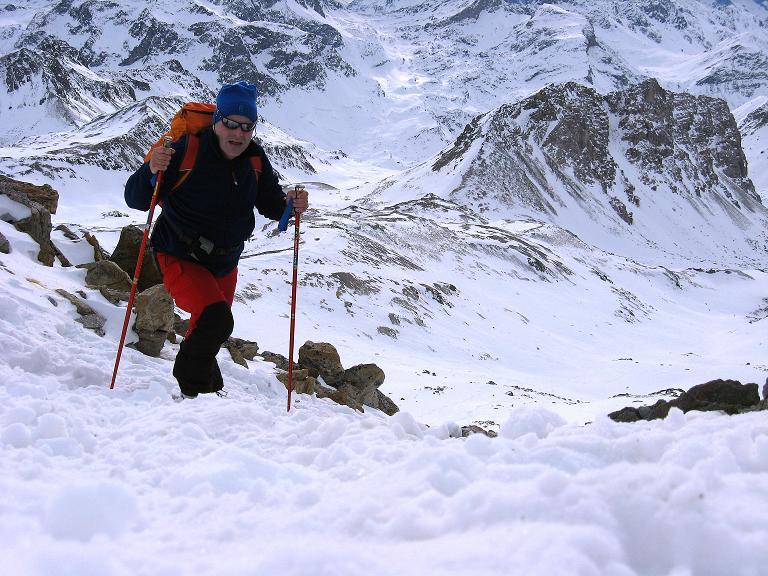 Foto: Andreas Koller / Ski Tour / Piz Surgonda (3197m) - Traumtour über dem Julierpass / Steil geht's ins Schartl und weiter am SO-Grat auf den Gipfel des Piz Surgonda / 27.12.2007 20:53:11