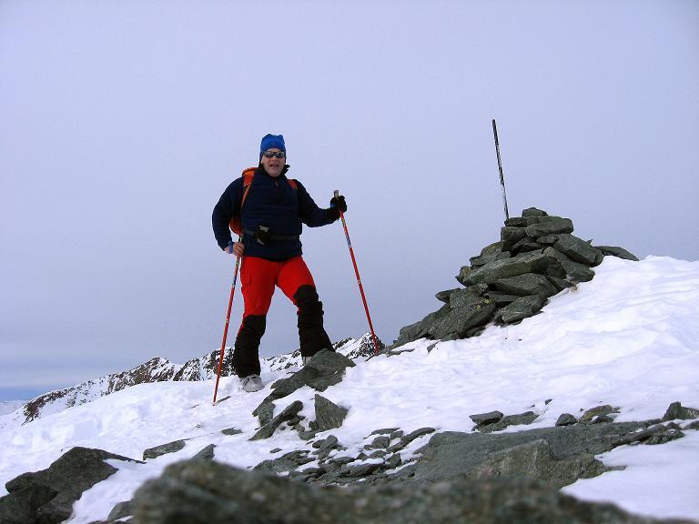 Foto: Andreas Koller / Ski Tour / Piz Surgonda (3197m) - Traumtour über dem Julierpass / Beim Gipfelzeichen des Piz Surgonda / 27.12.2007 20:52:37