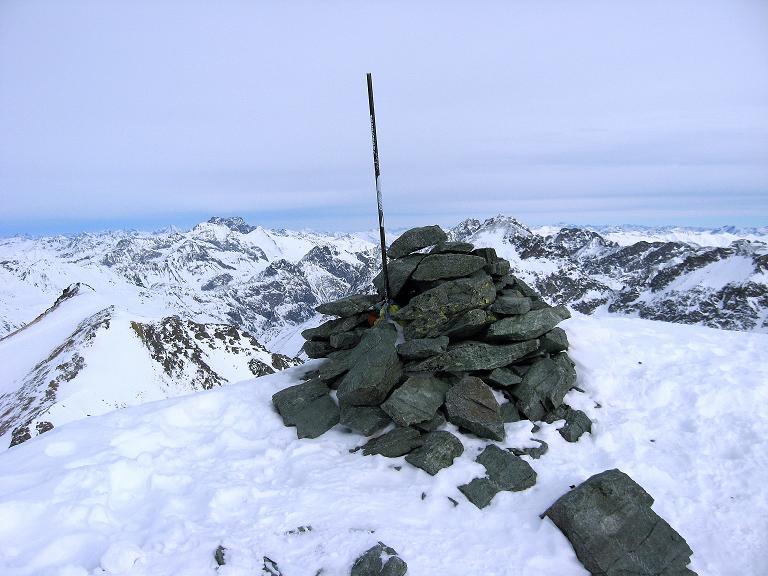 Foto: Andreas Koller / Ski Tour / Piz Surgonda (3197m) - Traumtour über dem Julierpass / Der Gipfel des Piz Surgonda ist erreicht / 27.12.2007 20:51:29