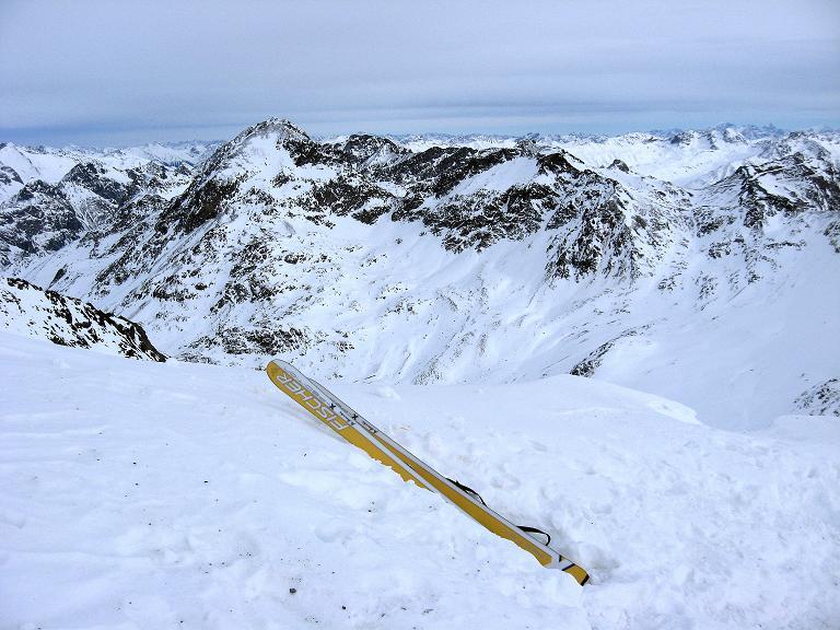 Foto: Andreas Koller / Ski Tour / Piz Surgonda (3197m) - Traumtour über dem Julierpass / Letzter Blick aus dem Schartl nach N / 27.12.2007 20:47:12