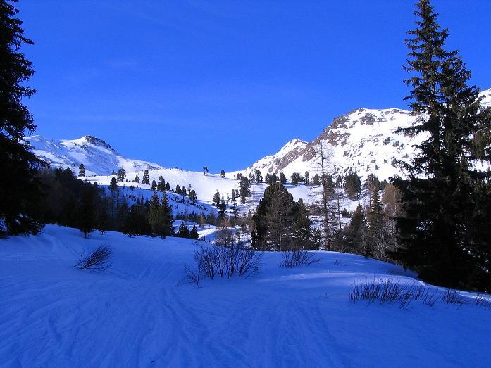 Foto: Andreas Koller / Ski Tour / Aus dem Scharnitzgraben auf den Großhansl (2315m) / Großhansl links und Kleinhansl (2217 m) rechts vom Beginn des Weitals betrachtet / 29.12.2007 16:55:00