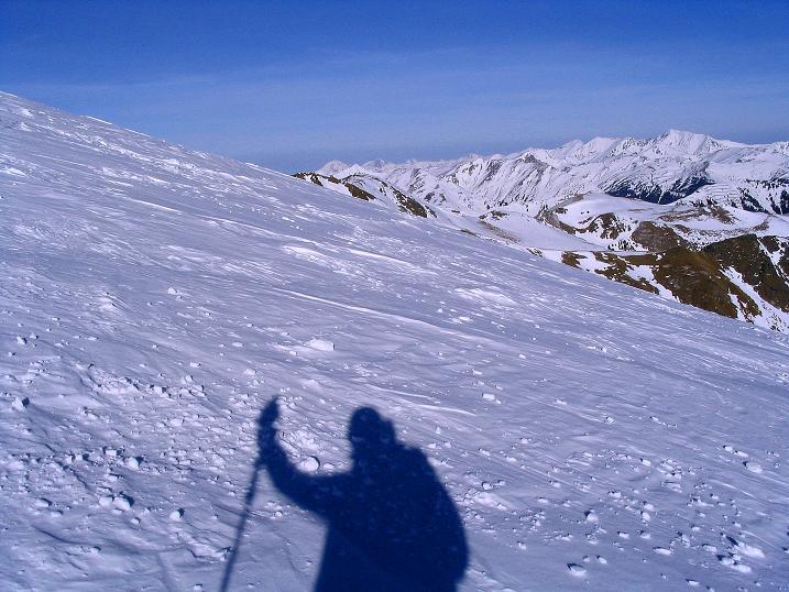 Foto: Andreas Koller / Ski Tour / Aus dem Scharnitzgraben auf den Großhansl (2315m) / Die Rottenmanner Tauern und die Ennstaler Alpen von der Gipfelflanke gesehen / 29.12.2007 16:52:52
